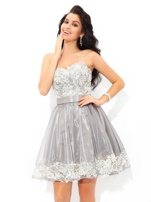 A-Line Sweetheart Sleeveless Lace Short Tulle Cocktail Gown