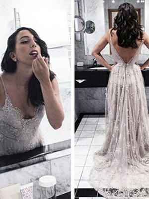 A-Line V-Neck Sweep/Brush Train Applique Lace Formal Gown