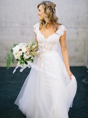Princess V-neck Floor-Length Sleeveless Lace Tulle Bridal Gown