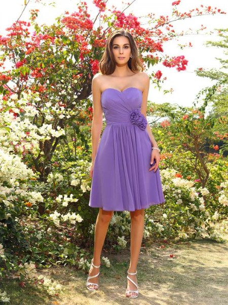 A-Line Hand-Made Flower Chiffon Sweetheart Knee-Length Dresses For Bridesmaid