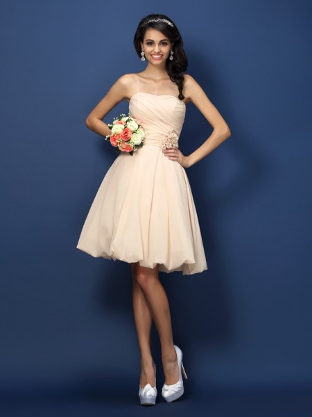 A-Line Strapless Hand-Made Flower Knee-Length Chiffon Dresses For Bridesmaid