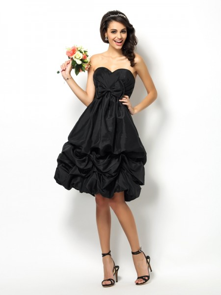 A-Line Sweetheart Bowknot Knee-Length Taffeta Dresses For Bridesmaid