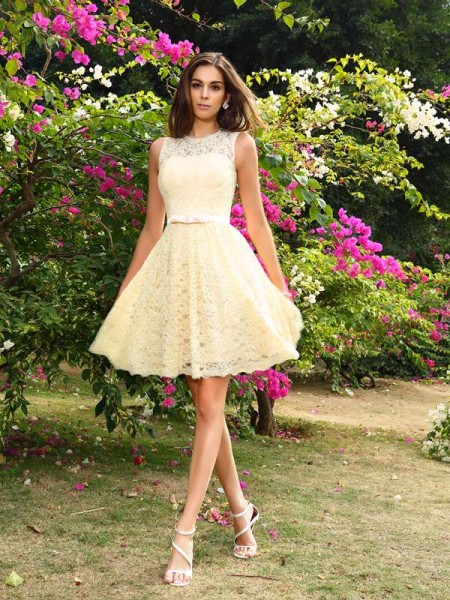 A-Line Elastic Woven Satin Scoop Knee-Length Lace Dresses For Bridesmaid