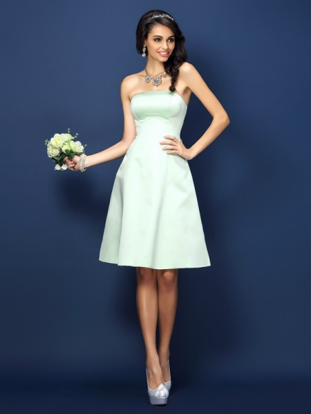A-Line Strapless Knee-Length Satin Dresses For Bridesmaid