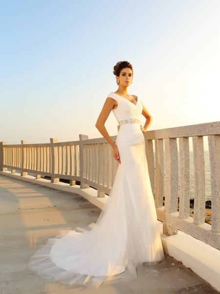 Sheath/Column V-neck Pleats Sleeveless Court Train Net Bridal Dress