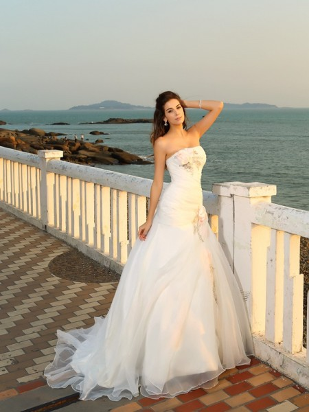 Ball Gown Strapless Hand-Made Flower Sleeveless Chapel Train Satin Bridal Dress