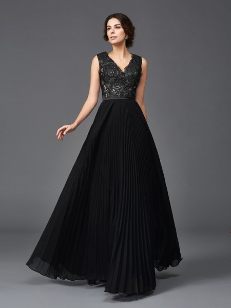 A-Line/Princess V-neck Lace Chiffon Mother of the Bride Dress
