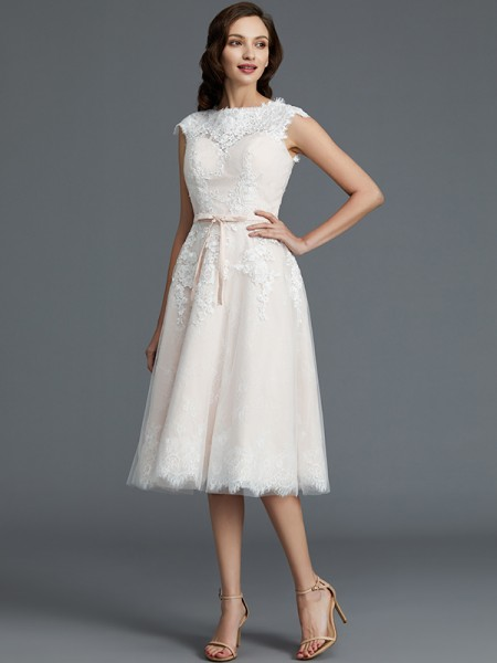 A-Line/Princess Tulle Bateau Knee-Length Wedding Dress