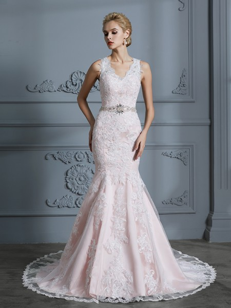 Trumpet/Mermaid V-neck Tulle Court Train Applique Wedding Dress