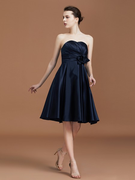 A-Line/Princess Sweetheart Knee-Length Satin Hand-Made Flower Bridesmaid Dress