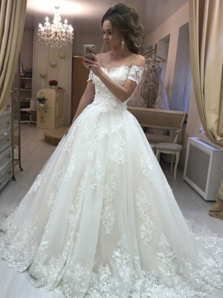 A-Line/Princess Off-the-Shoulder Sleeveless Sweep/Brush Train Tulle Applique Wedding Dress