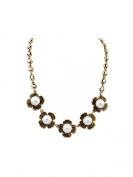 Occident Four Leaf Pearls Necklace