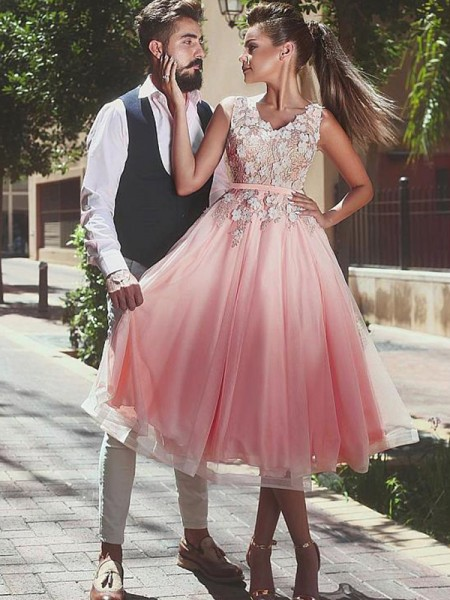 A-Line/Princess Lace Sleeveless V-neck Tea-Length Tulle Dresses
