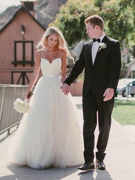 Ball Gown Sweetheart Sleeveless Tulle Sweep/Brush Train Wedding Dresses