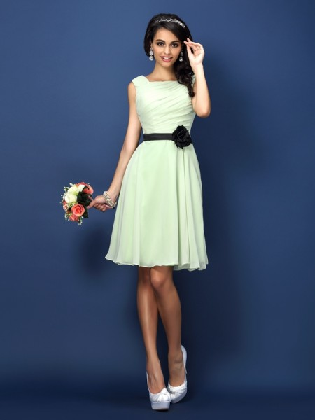 A-Line Bateau Pleats Short Chiffon Bridesmaid Gown