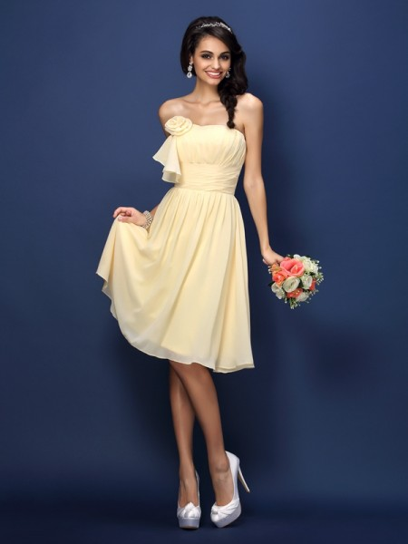 A-Line Strapless Pleats Hand-Made Flower Knee-Length Chiffon Dresses For Bridesmaid