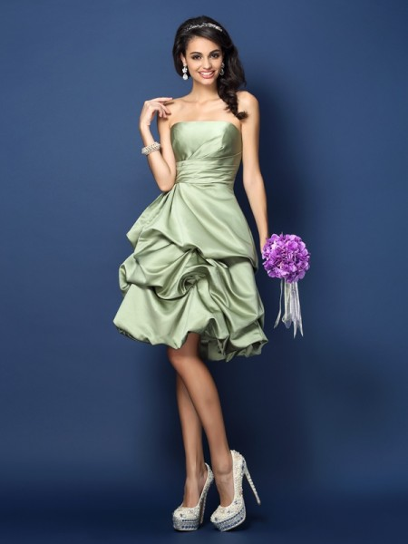 A-Line Strapless Ruched Knee-Length Satin Dresses For Bridesmaid