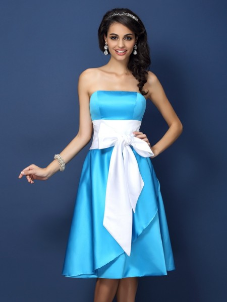Sheath Strapless Bowknot Knee-Length Satin Dresses For Bridesmaid