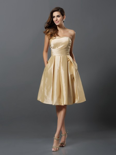A-Line Taffeta Strapless Knee-Length Dresses For Bridesmaid