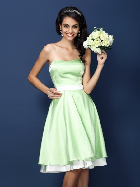 A-Line Strapless Knee-Length Elastic Woven Satin Dresses For Bridesmaid