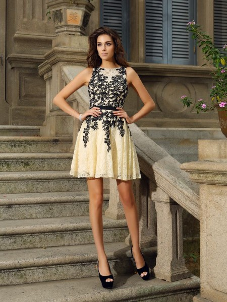A-Line Scoop Short Lace Applique Formal Dress