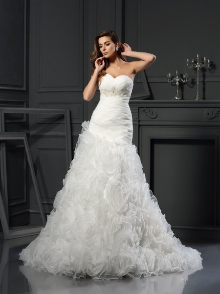 A-Line/Princess Sweetheart Beading Sleeveless Chapel Train Organza Bridal Dress
