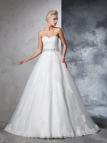 Ball Gown Sweetheart Sleeveless Net Applique Chapel Train Wedding Dresses
