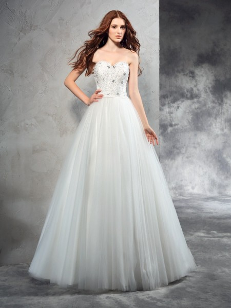 A-Line/Princess Sweetheart Beading Long Net Wedding Dress