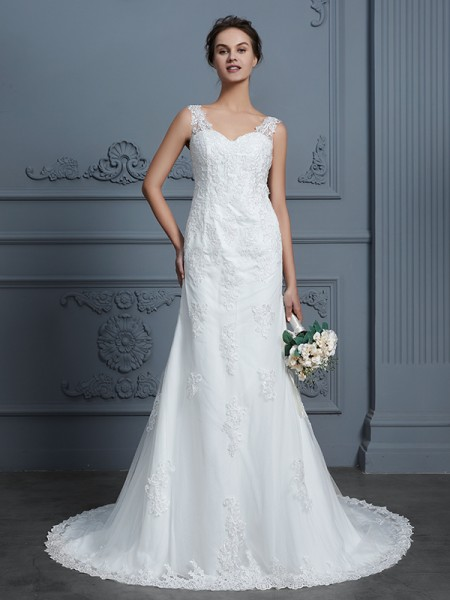 Trumpet/Mermaid V-neck Lace Court Train Tulle Wedding Dress