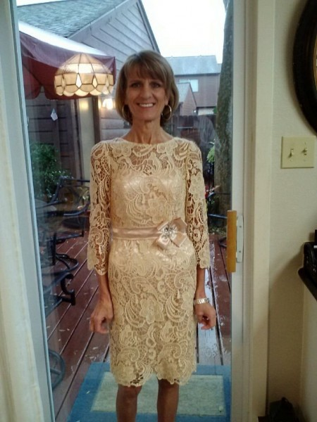 Sheath/Column Sheer Neck Lace Knee-Length Lace Mother Of The Bride Dress