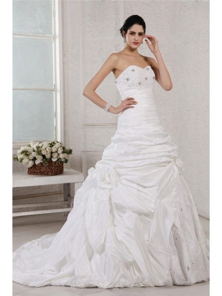 A-Line/Princess Sweetheart Applique Long Taffeta Wedding Dress